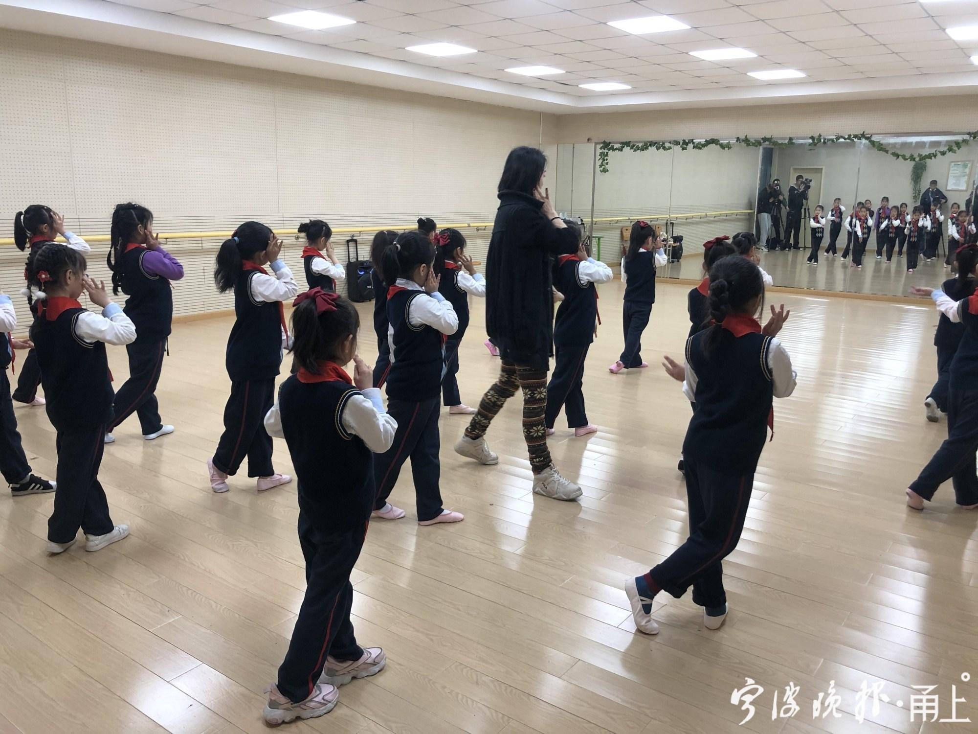 """甬上 践行""""戏曲进校园"""",越剧成了宁波这所学校音乐课的必修课"""